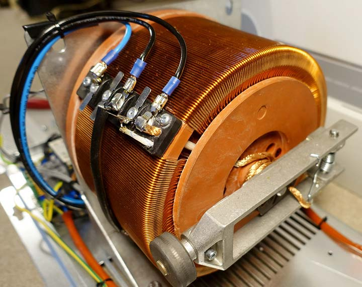 сервоприводный электромеханический стабилизатор напряжения