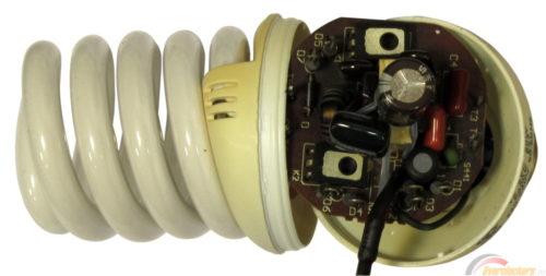 Лампы энергосберегающие оснащаются предохранителем, защищающим прибор от скачков напряжения в сети