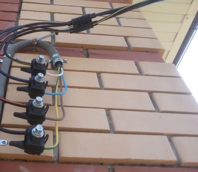 СИП на фасаде дома как подключить к медному кабелю