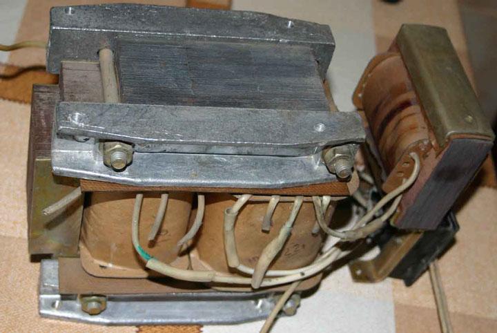 встроенные трансформатор феррорезонансного стабилизатора