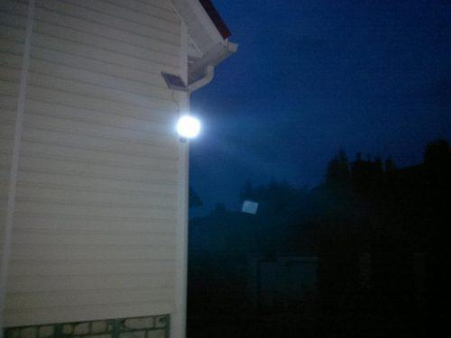 Подключение прожектора с датчиком движения не вызовет особых сложностей даже у неопытных электриков