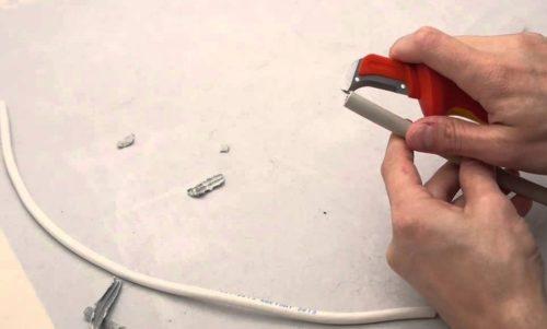 Нож с пяткой – помощник электрика при снятии изоляции с кабеля