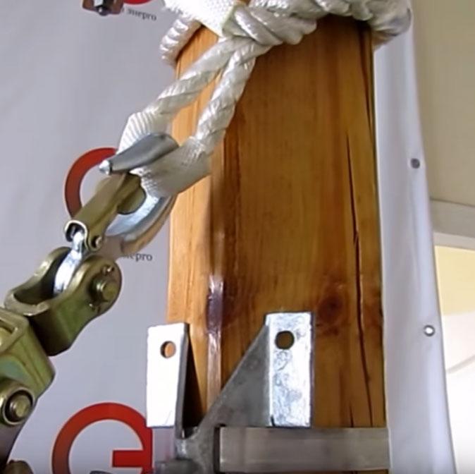 зацепление крюка за удавку с петлями на опоре